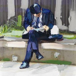 Ein Foto, bunt bemalt, ein Mann im Anzug sitzt lesend auf einer Bank