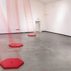 Brigitte Waldach, Gewalt / Violence, 2013, Museum Marta Herford, Raumzeichnung mit 6-Kanal Sound / spatial drawing with 6-channel sound, Foto / photo: Bernd Borchardt