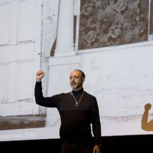 """Roger Ballen bei der Eröffnung der Marta-Ausstellung """"Roger Ballen - Fotografien 1969–2009"""""""