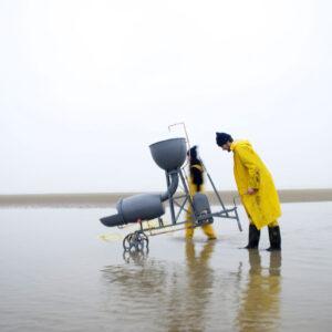 Studio Swine (Azusa Murakami / Alexander Groves): Sea Chair, 2011 (Film mit Juriaan Booij)